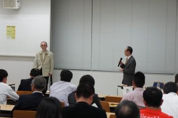 稲垣氏に質問をする座長の関根先生
